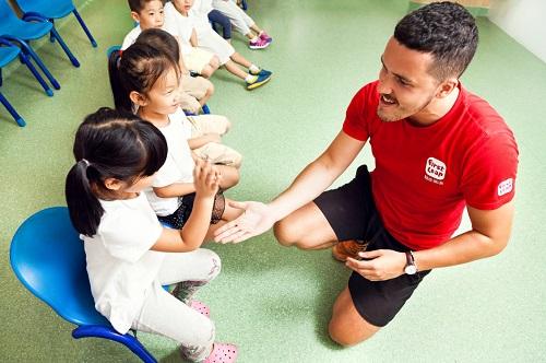 石家庄励步英语外教老师与学员互动