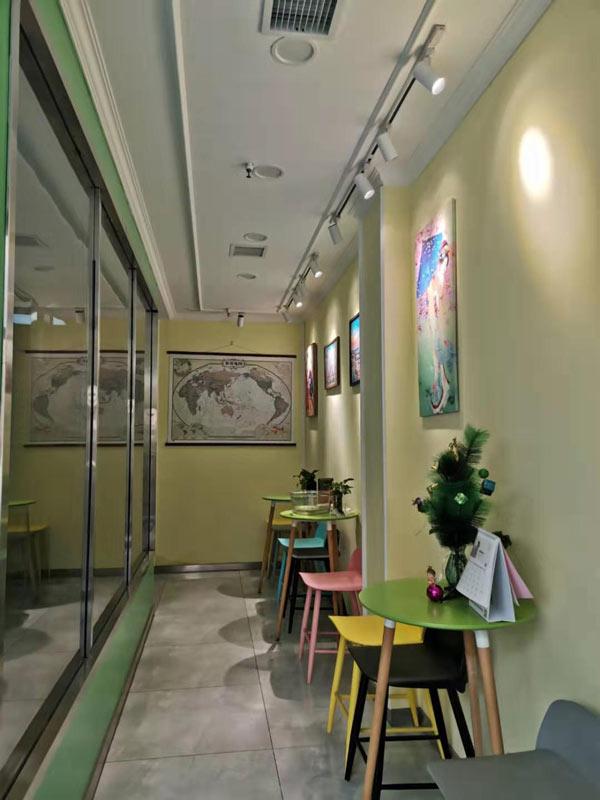 石家庄新寰语小语种一楼走廊